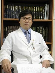 Центральная больница Дасаранг, Заведующий отделением восточной медицины - Сим Дже Джонг