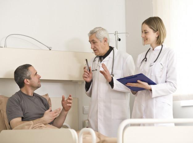 Почему пациенты отказываются от лечения и как близким переубедить их